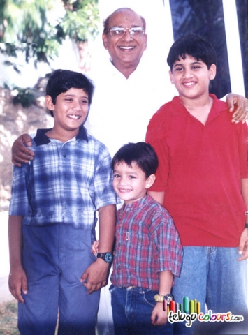 Naga Chaitanya with Grand father